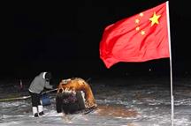 """嫦娥归来!中国探月工程""""绕落回""""三步走圆满收官"""